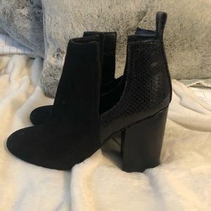 Black Steve Madden booties with heel